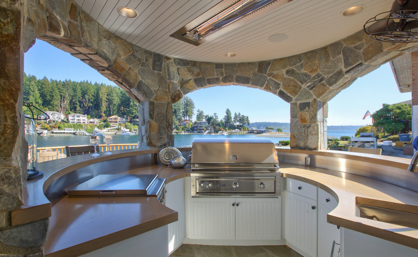 Outdoor kitchen with flush mount W-Series heaters. Photo via Gelotte Hommas Architecture.