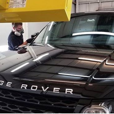 Classic black CQuartz Finest and an Infratech curing system add an elegant sheen to a Range Rover.